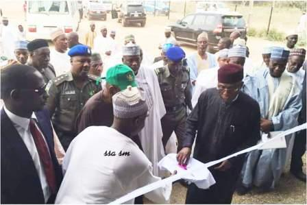 Minister of Agriculture Mr Audu Ogbe flagging-off 2017 wheat harvest in Kano